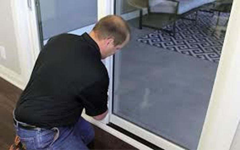 چگونه درب اتوماتیک شیشه ای را عیب یابی یا تعمیر کنم